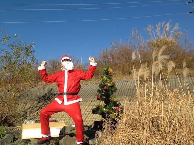 雰囲気を出すために、サンタの衣装も用意しました。