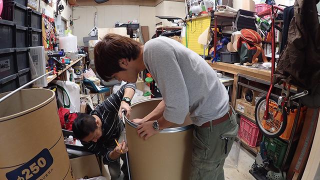 作業は岩沢兄弟の事務所で行いました。