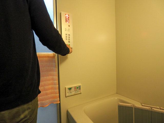 風呂場もエレベータ化。風呂に入っていると、いつの間にか風呂場ごと別の階に移動してしまった! なんてハプニングもありそう