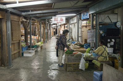 農連市場では野菜だけでなく鮮魚やお肉も売られていた