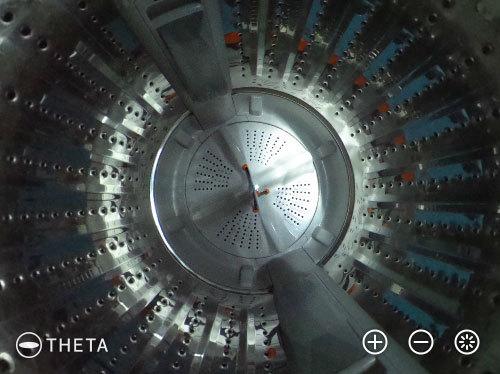 おおお、宇宙船内のよう!こちらもメカ自体より全天球写真のものめずらしさに脳を持っていかれてしまいますが、しかしこの規則正しく並んだ穴のパターンなどはまさしく機械のかっこよさ。もうひとつドラム式洗濯機のバージョンも送っていただきました。