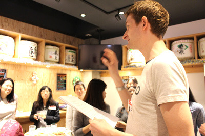 英語で解説するクリスさん。聞けば日本語でも説明してくれます。