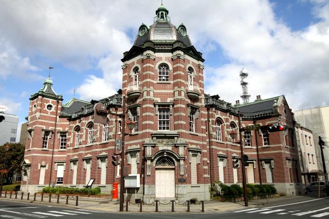 明治44年(1911年)に建てられた岩手銀行旧本店本館。東京駅の設計で有名な辰野金吾&葛西萬司の作品だ