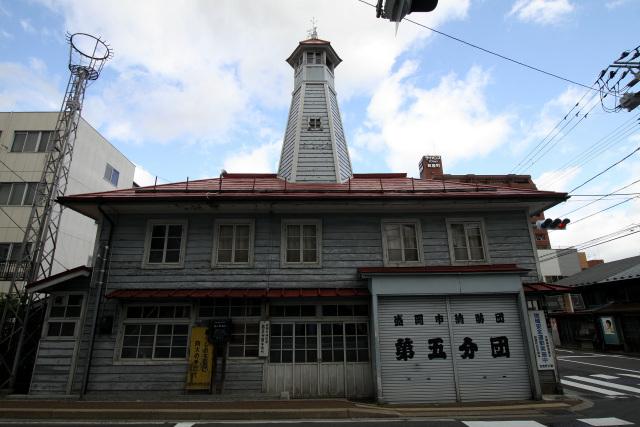 妙にカッコ良い消防団の建物。元は明治24年(1981年)に建てられた番屋らしい