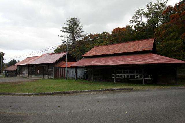 明治25年(1892年)の第一倉庫(右)。小岩井農場に現存する最古の建物だという