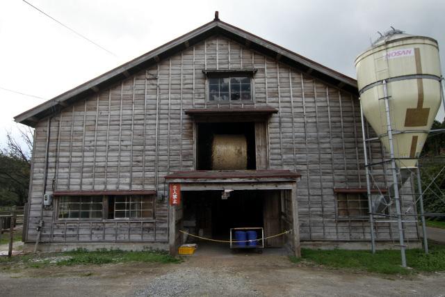 昭和10年(1935年)に建てられた三号牛舎。子牛を育てる牛舎である