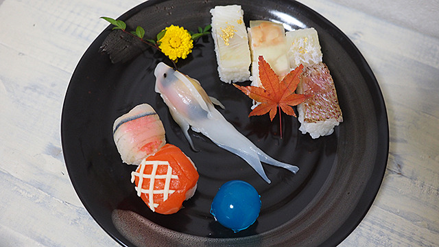 寿司の中で泳ぐ寿司!