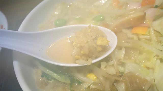 レンゲに少しチャーハンが残っていたのにうっかりスープをすくってしまった(ことにして食べる)