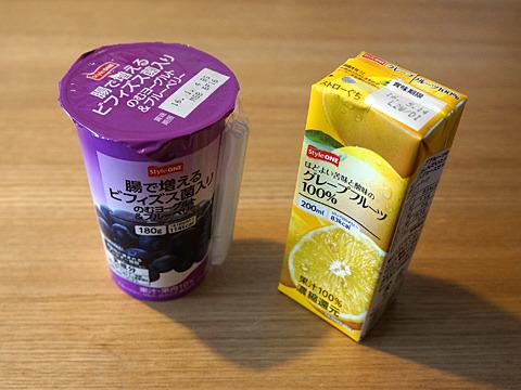 ヨーグルト飲料と、果汁100%ジュース。とにかく翌日も、飲む!