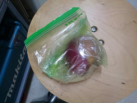 古賀さんが「りんご 腐らない 方法」で検索してその逆をやってきたもの。臭くはなくただ甘い香りがする