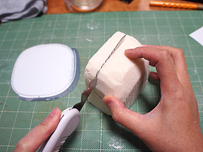 全部を粘土だと後から大変なのでスタイロフォームを餡子にする。