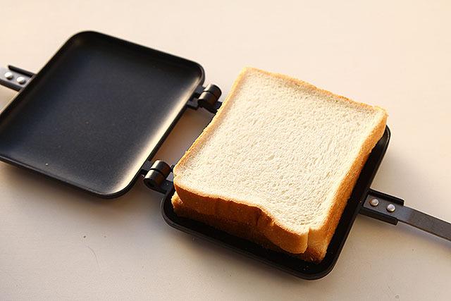 具を載せたらパンをもう1枚。パンは6枚切りがいい感じです。