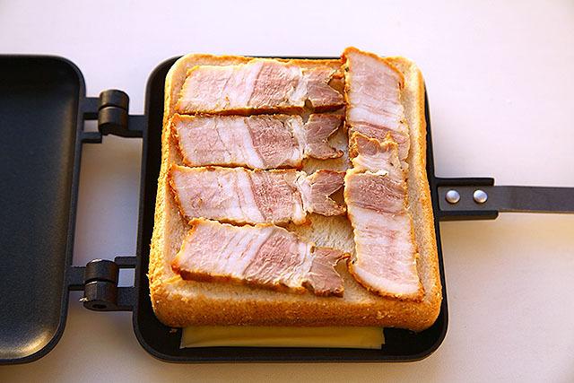 肉をびっちり並べて準備OK。