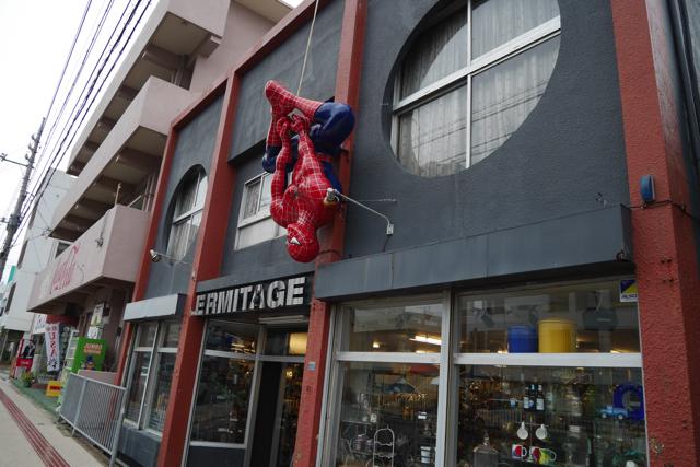 スパイダーマンがお迎えするアメリカ雑貨店なども