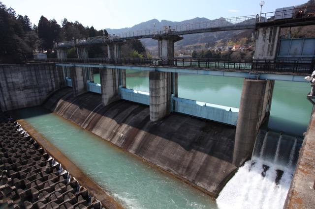 もっと背の高い水門でもいいのではと思うけど貯水量がこれで十分なのだろう