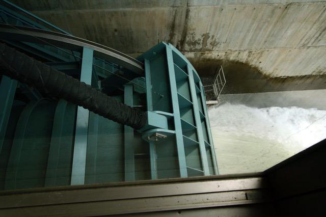 まだ片手で数えるくらいのダムにしか採用されていない