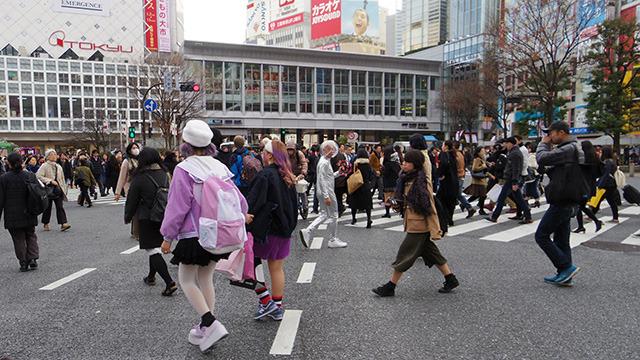 渋谷スクランブル交差点にて