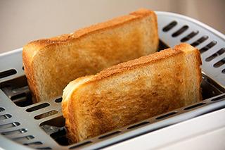 こういうパンが飛び出す式のトースターも、憧れて買っちゃいがち。
