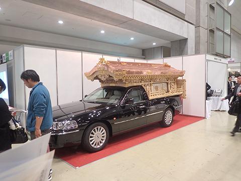 レアになりつつある、宮型霊柩車。