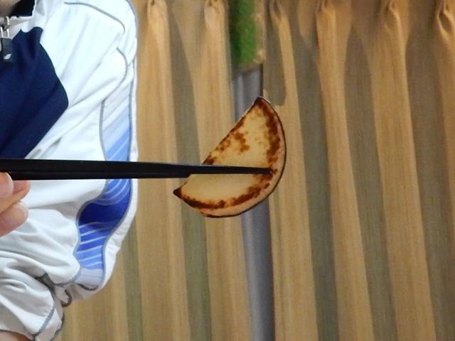 確かにジューシーなレンコンという感じでおいしかった。塩を振って焼いて、七味をつけて食べた。