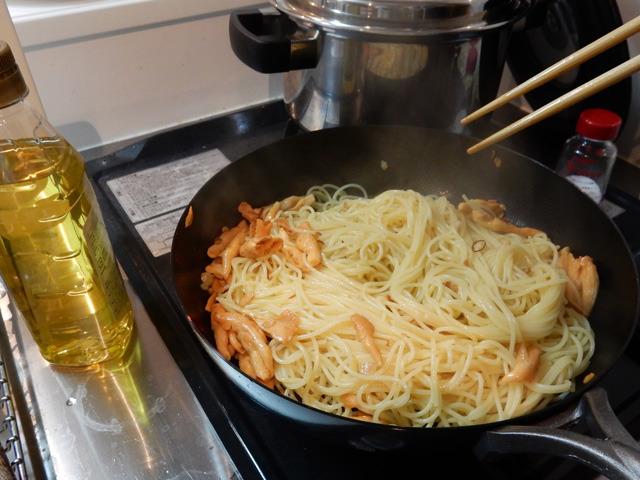 恐る恐るニンニクと炒めてスパゲッティの具にしてみたらすごくおいしかった。食べ応えがあってより風味の豊かなマイタケ、という感じだった。また食べたい。