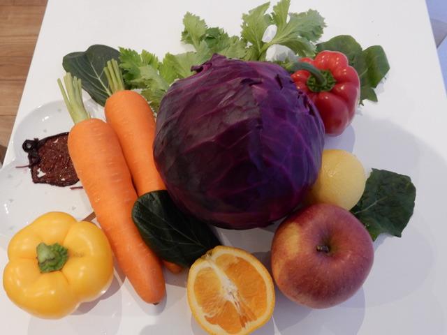 野菜ジュースのパッケージ通りに、野菜を集めてみました。