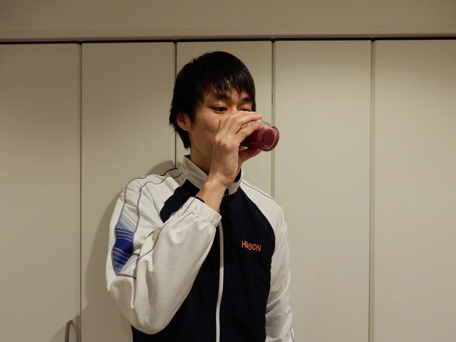 飲んでみる。
