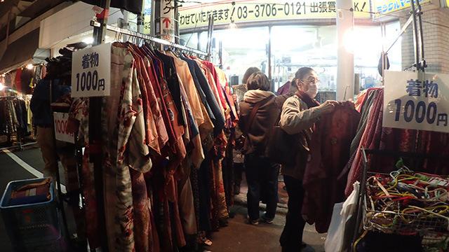 もともとは着物のお店が主流だったということで今でも着物のお店は多いです。