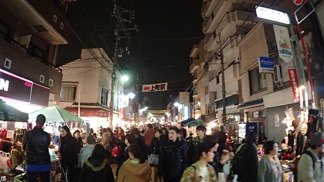 ボロ市の夜は長い。