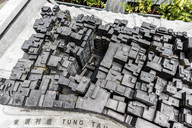 先ほどの模型を上から見ると、みっしりビルが建っているのに、中心だけぽっかり。そこにあるのが上の写真の建物。