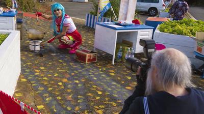 遊びに来てセーラちゃんを撮影するセーラー服おじさん