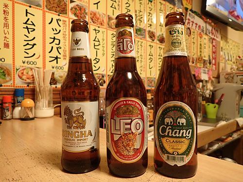 シンハ―、リオ、チャーンが各600円。スーパードライの中ビンが500円なのでこの店では高級品だ。