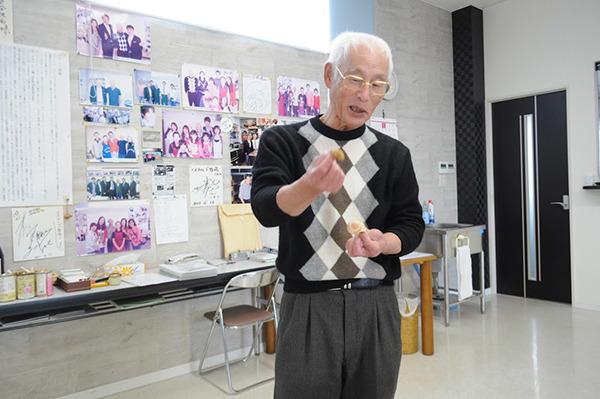 日本のカタツムリとエスカルゴの違いを説明する社長。カタツムリは食べられるんですか?って聞いたら「私は食べませんが、食べたいならどうぞ」って言われた。教えてくれないのか。(帰ってから検索したらカタツムリには寄生虫がいて危険だって書いてた。ヤバイ。)