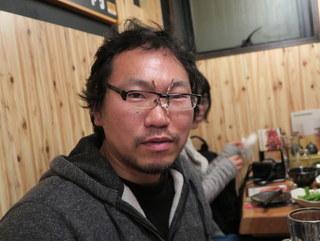 マンガ家のカラスヤサトシさんが「食べ終わった骨をメガネに挟んだらレンズがベタベタになる!」って大騒ぎしてた