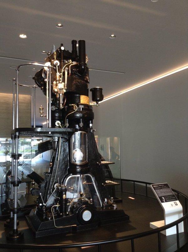 ヤンマーミュージアムに展示してあるマン社のディーゼルエンジン(青砥大川堂)