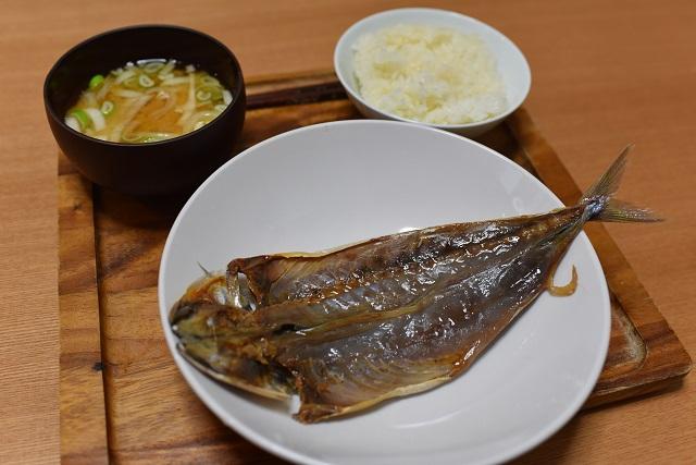 見た目的にはザ・日本の朝ごはん。うまそうだ