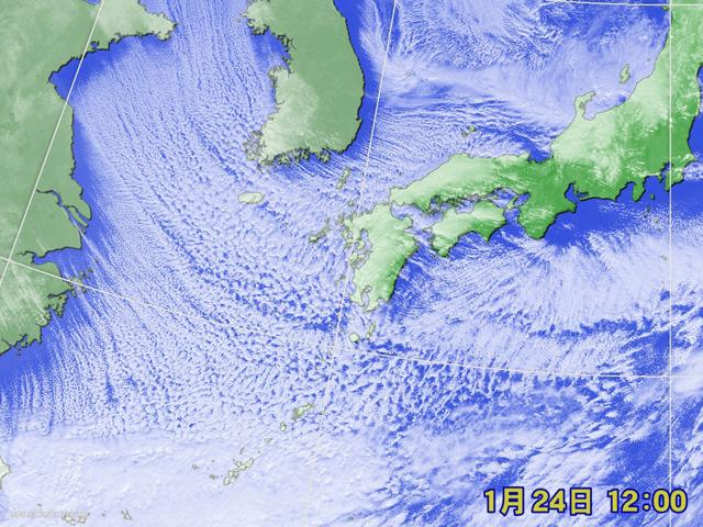 すごい量の雪雲。寒気が強くて、東シナ海にもびっしり。美しすぎる並び。