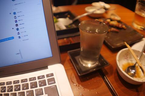 机が狭くてダイナミックなこぼれが売りの日本酒で危険!