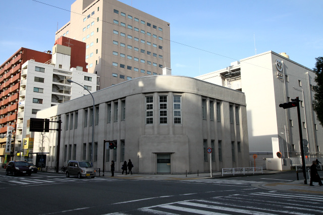 いきなりカッコ良い建築が出迎えてくれた。大正14年(1925年)に建てられたそうだ