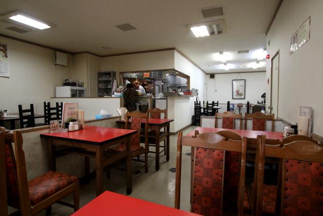店内もTHE中華料理店という雰囲気。シンプルで落ち着ける