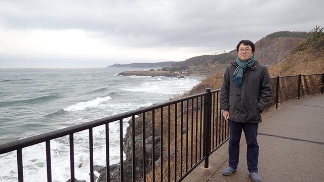 鉛色の海と空