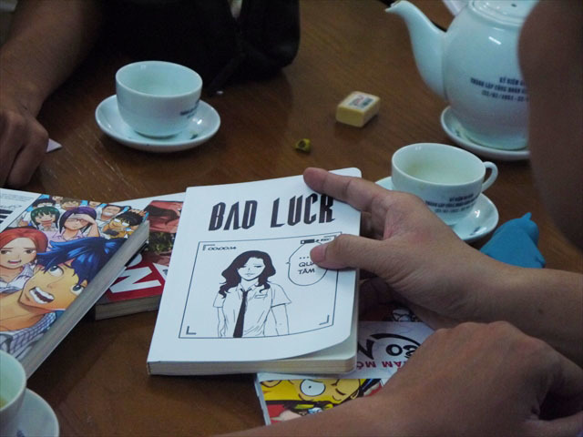 人気作品「BAD LUCK」(作者:Chau Chat Chem)。とても不運な女の子が主役のギャグ漫画。