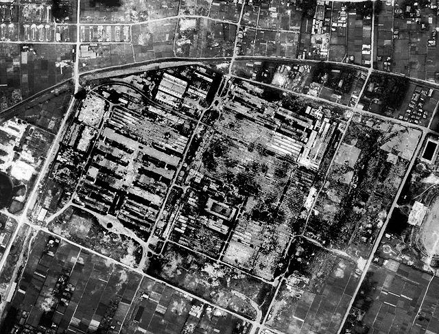 空襲のあとがすごい。(国土地理院「地図・空中写真閲覧サービス」より・整理番号・USA/コース番号・M372/写真番号・69/撮影年月日・1947/07/09(昭22))