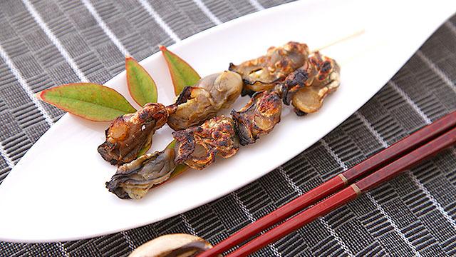干し牡蠣の酒浸し串焼き。