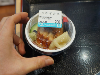 古賀さんは見たことないくらい小さいお弁当に興奮して写真まで撮っていた。