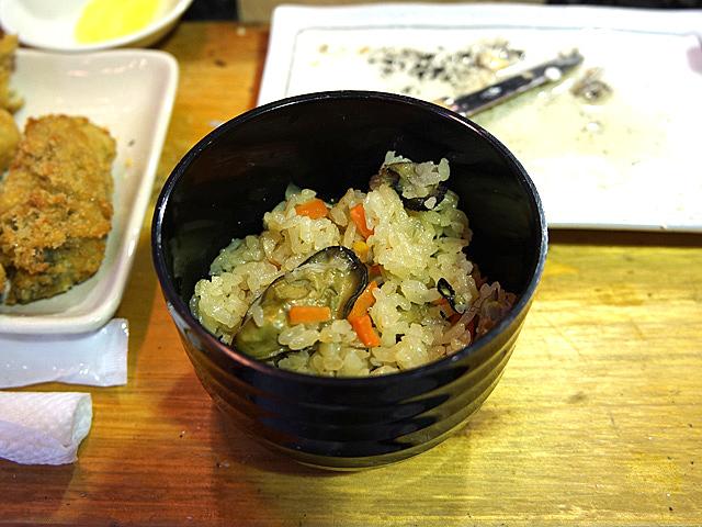 牡蠣エキスのしみたであろう炊き込みご飯、これまた、いとおしい。