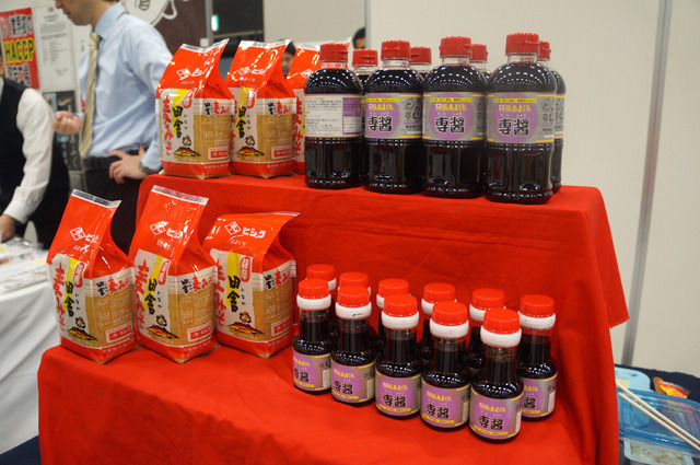 右のボトルが自称・日本一甘い醤油「極あまくち 専醤」