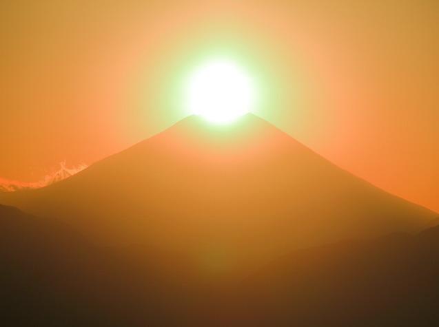 高尾山頂から望むダイヤモンド富士