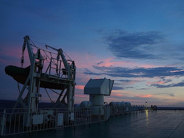 徳島~東京間のフェリー上で見た妖艶な夕焼け