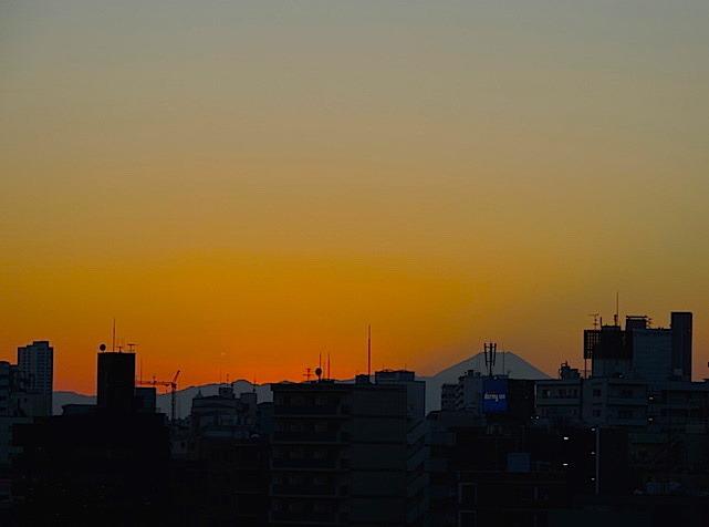 沈み切ると富士山が姿を見せる
